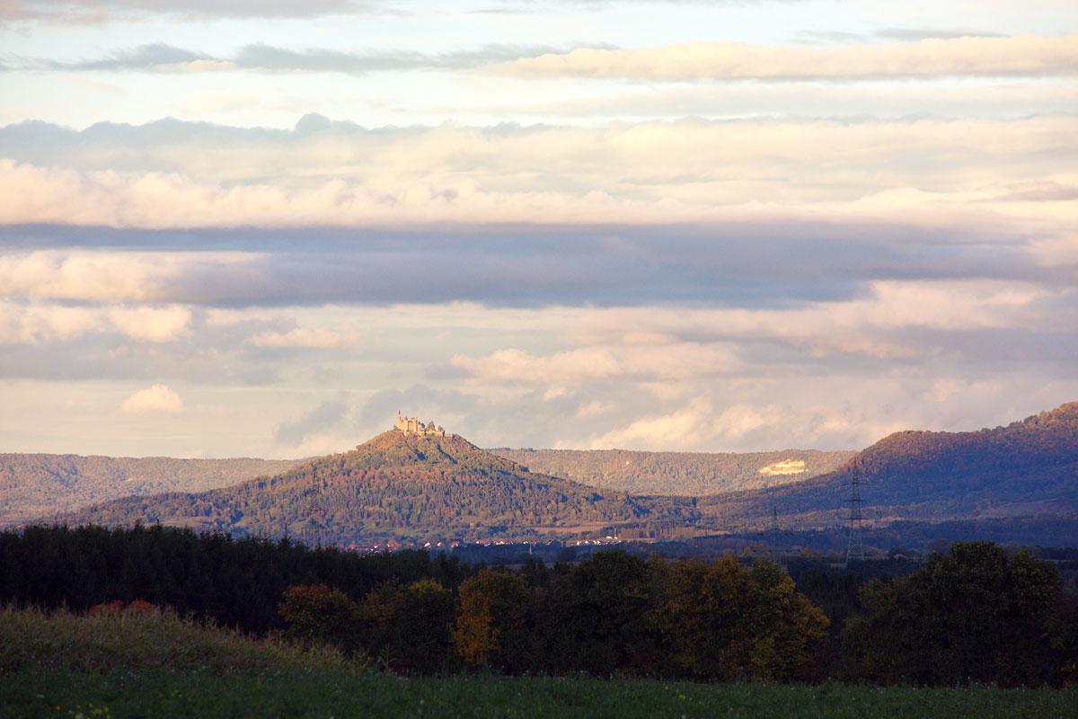 Hohenzollern mit Burg im Abendlicht (Foto: Felix Weckenmann pixelio)